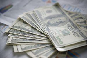 billie-dollar-with-business-chart-7SX5Z4U-300x200.jpg
